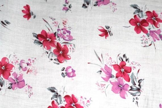 Tissu Viscose Imprimée Lilas Rouge/Rose -Au Mètre