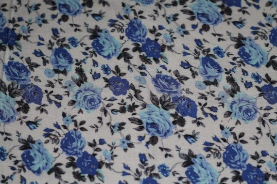 Tissu Viscose Imprimée Bouquet de Fleurs Bleu -Au Mètre